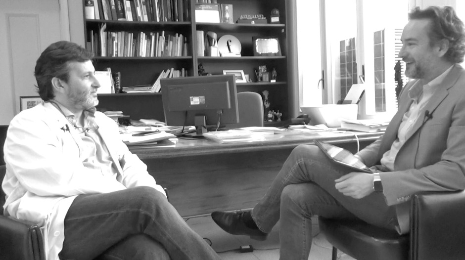 Julio mayol durante la entrevista para marcas en salud